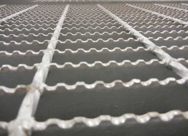 H 1.25In Metal Grating 24In Serrated W